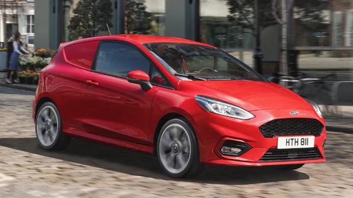 Ford Fiesta Van: Driving