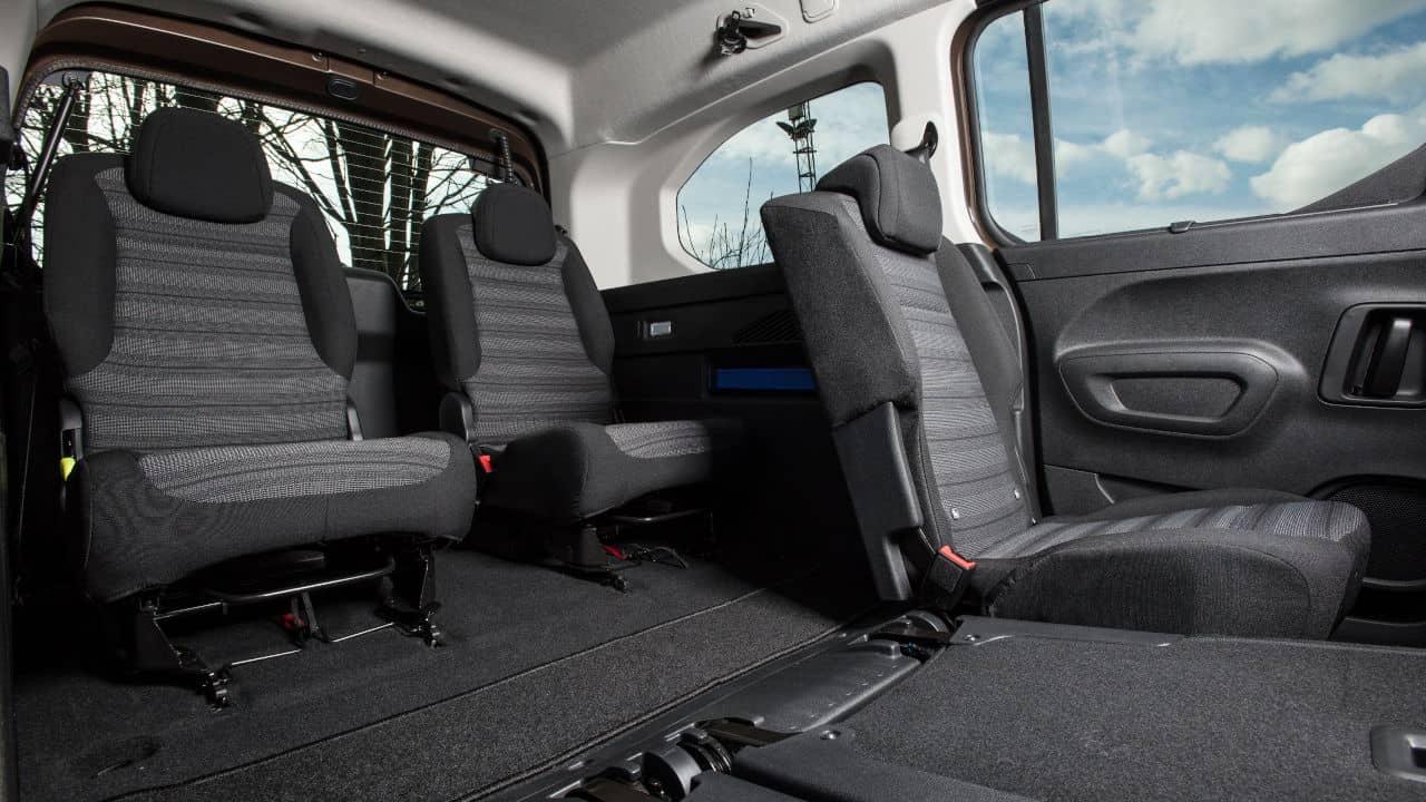 7-Seat Vehicle Interior