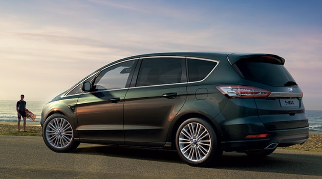 Green Ford S-Max