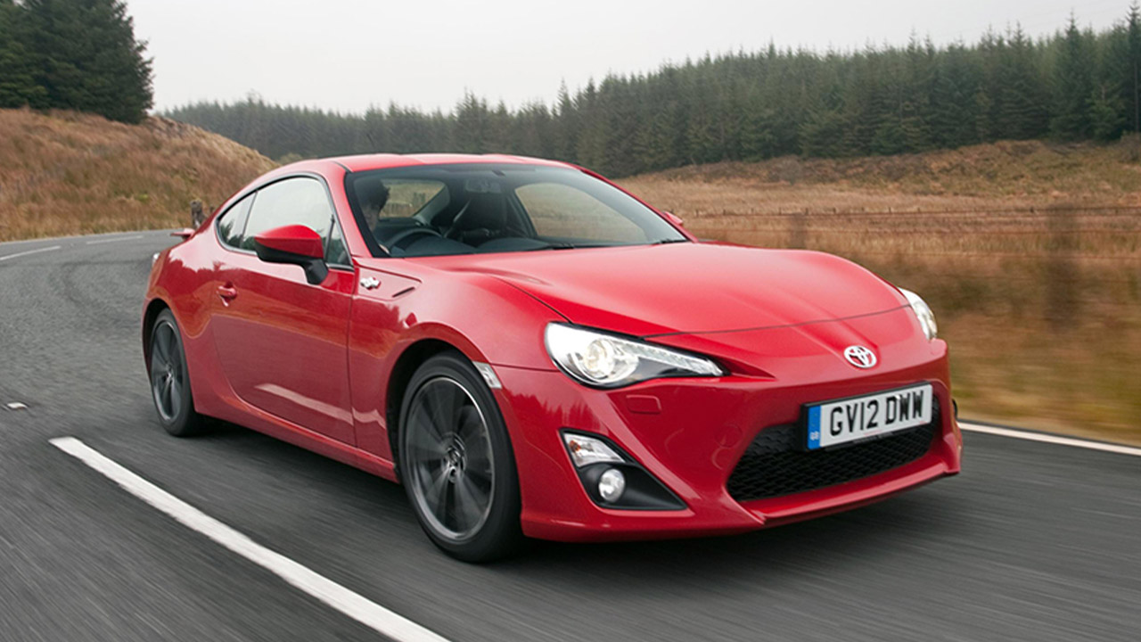 Red Toyota GT86, driving