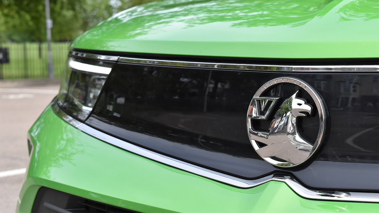 green vauxhall mokka e- front grille and light