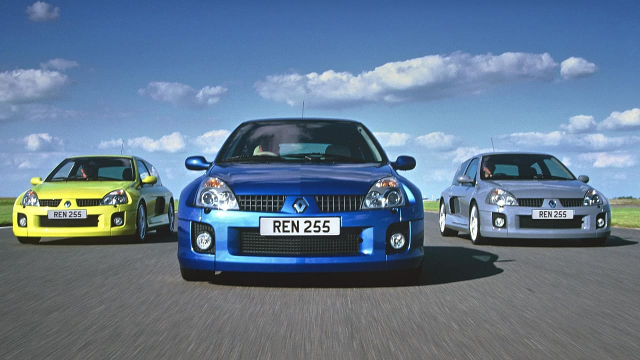 Trio Renault Clio V6 Driving
