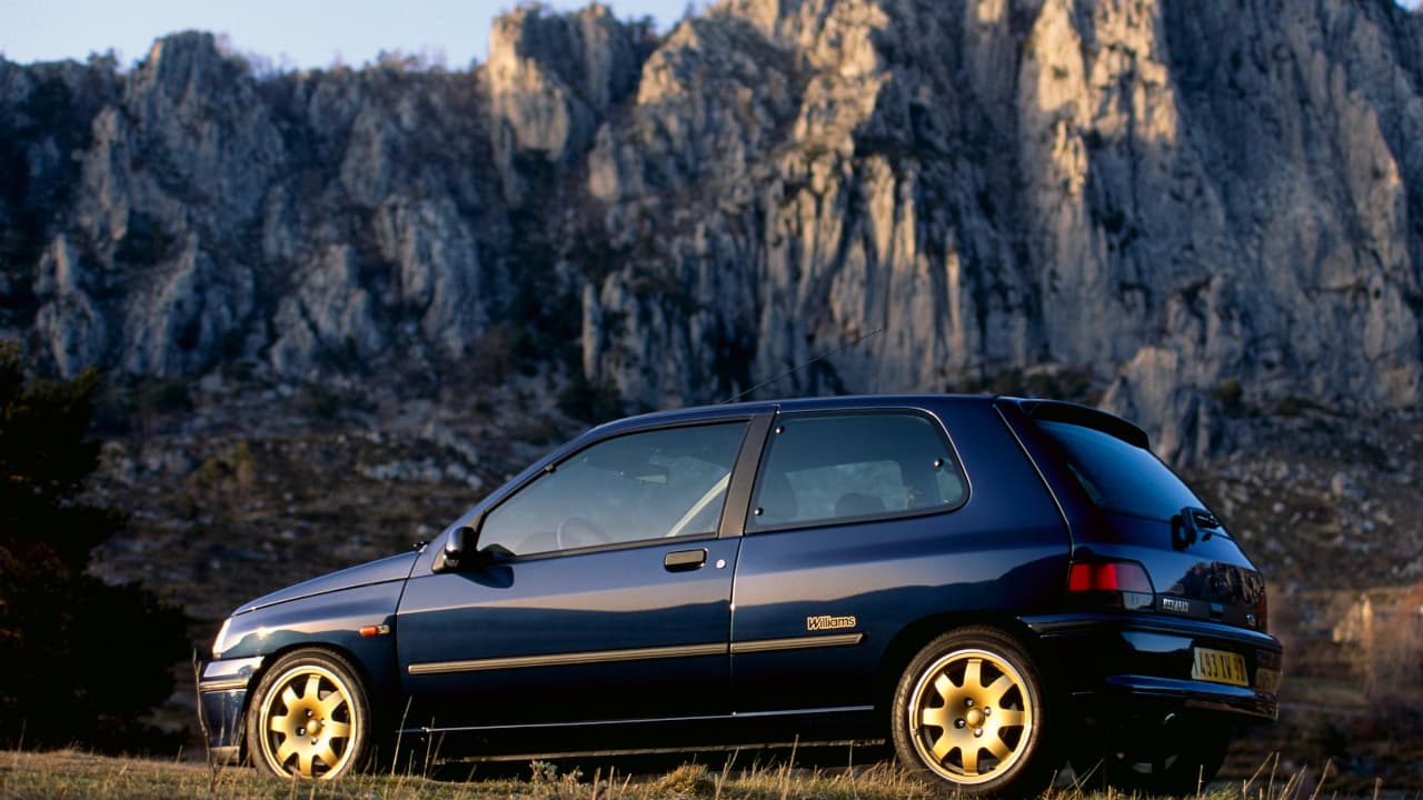 Blue Renault Clio Williams Sideview