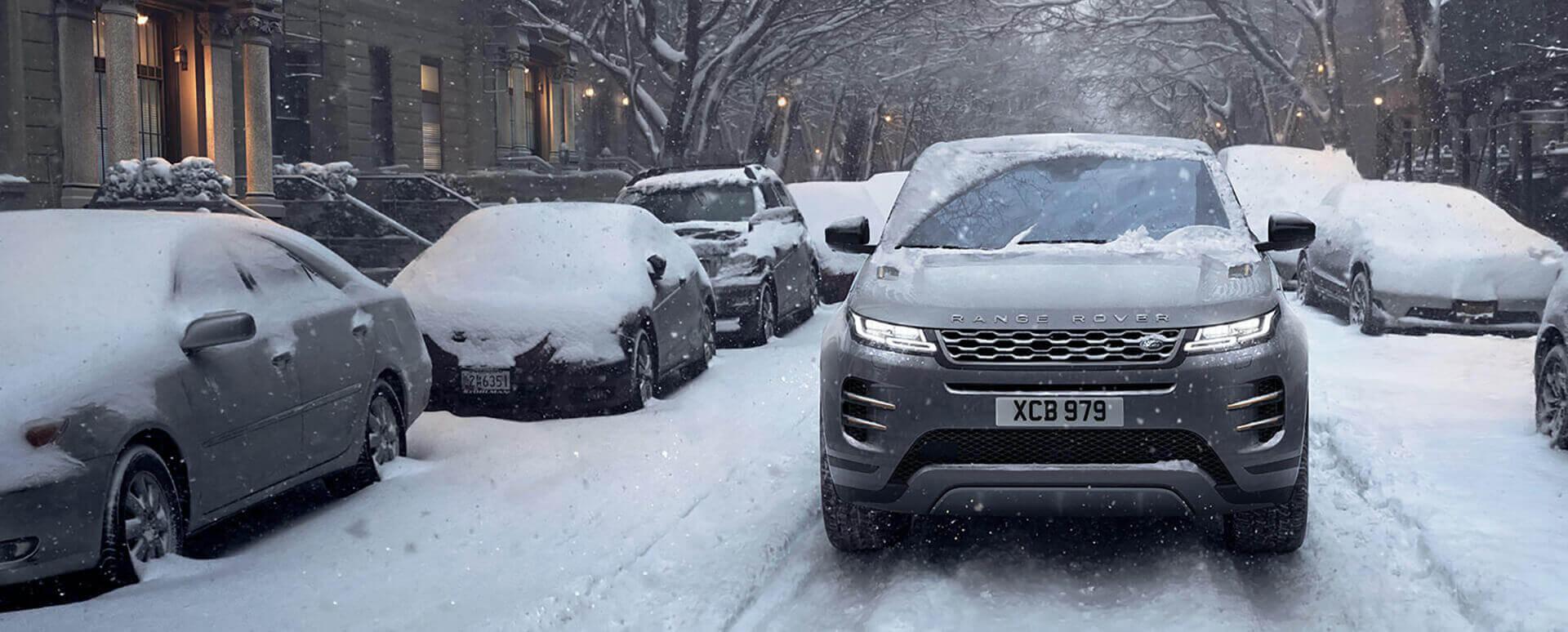Range Rover Evoque Driving in Snow
