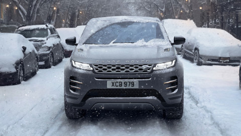 Range Rover Evoque Driving in Snow