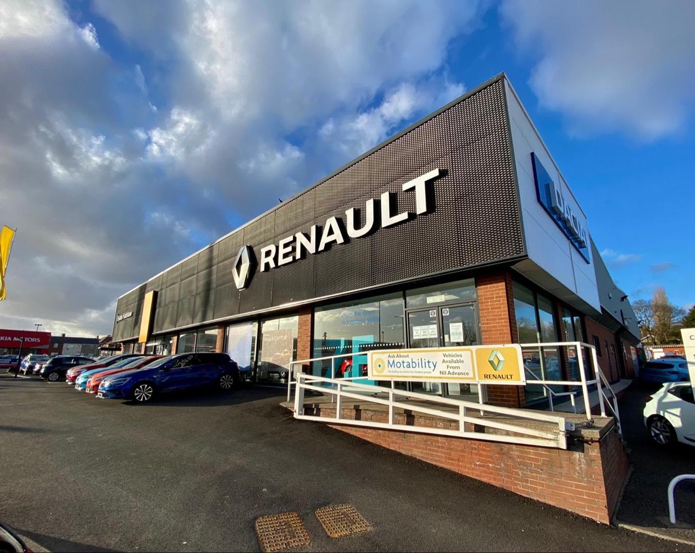 Front side view of the Renault Sunderland dealership