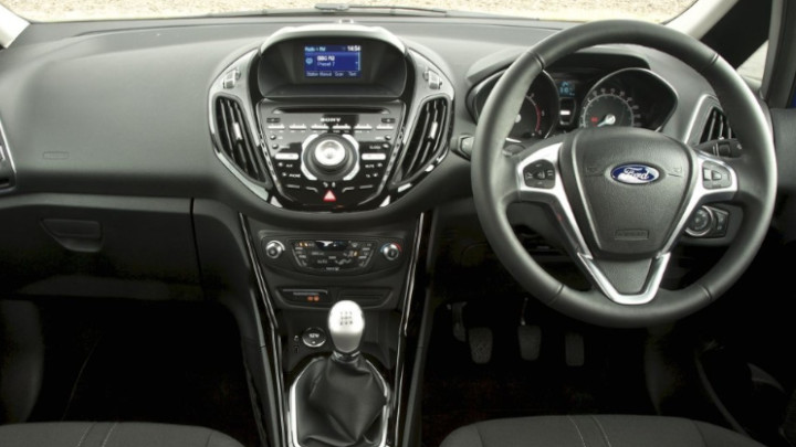 ford b-max dashboard and infotainment system