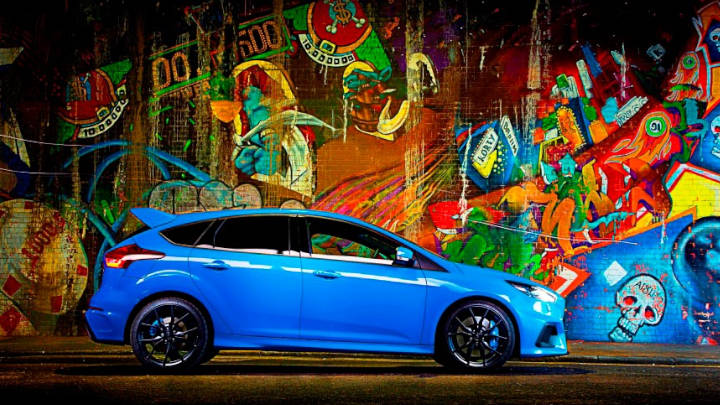 blue ford focus rs, parked next to graffiti wall