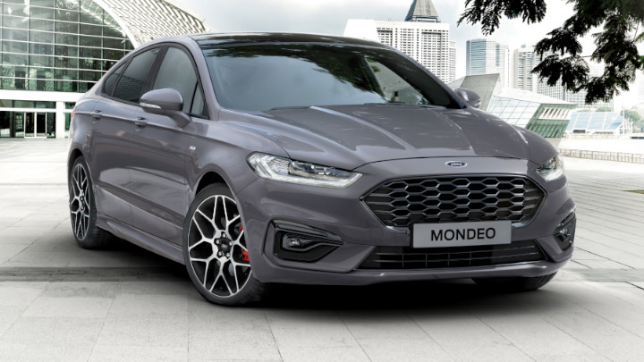 ford mondeo, parked