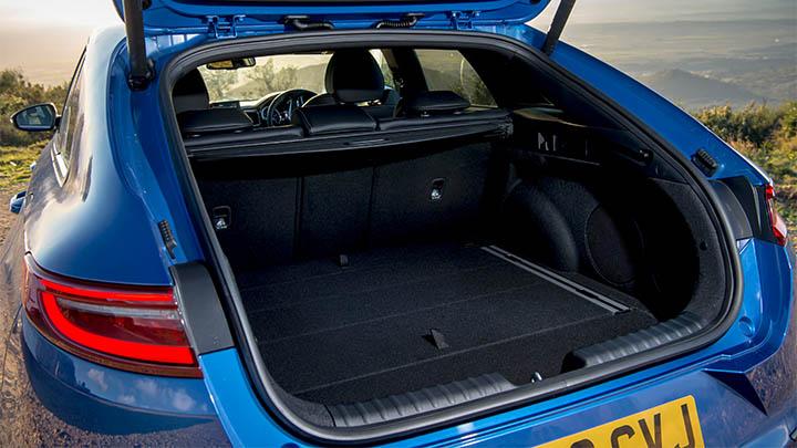 Blue Kia ProCeed, boot