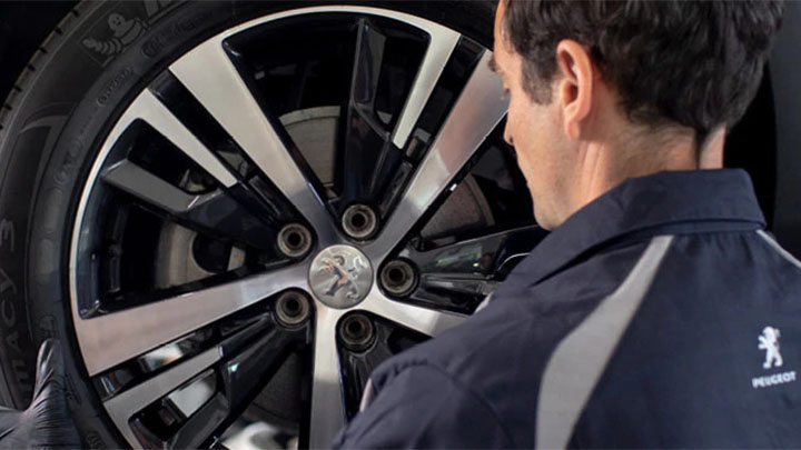 technician carrying out tyre health check
