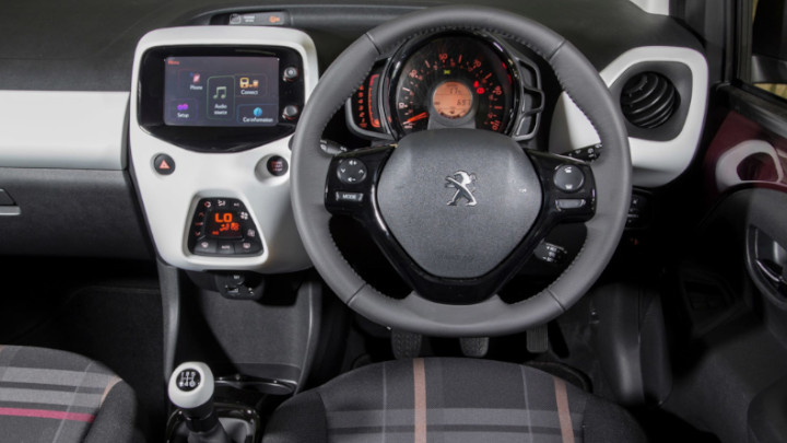 peugeot 108 interior and dashboard