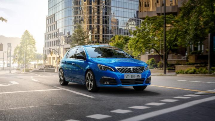 Peugeot 308: Driving