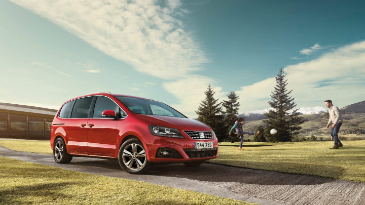 SEAT Alhambra in red