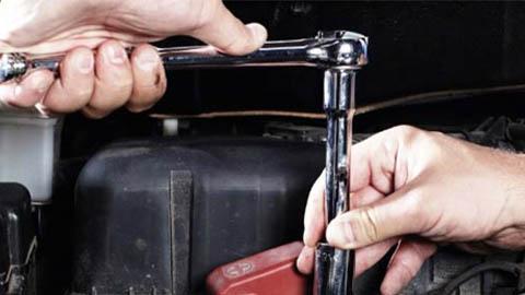 technician tightening bolt using ratchet