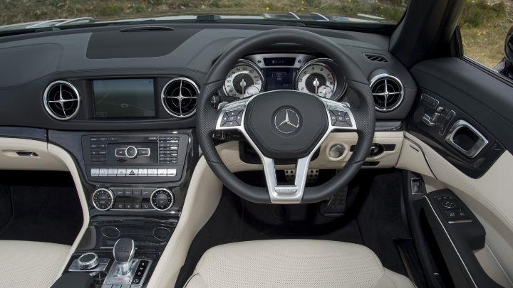 Mercedes-Benz SL, Interior