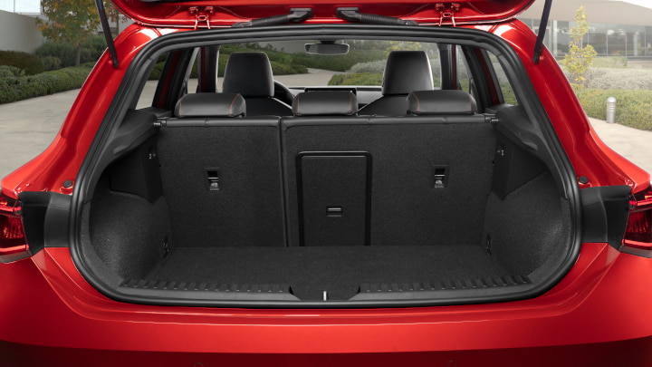 Red SEAT Leon Boot