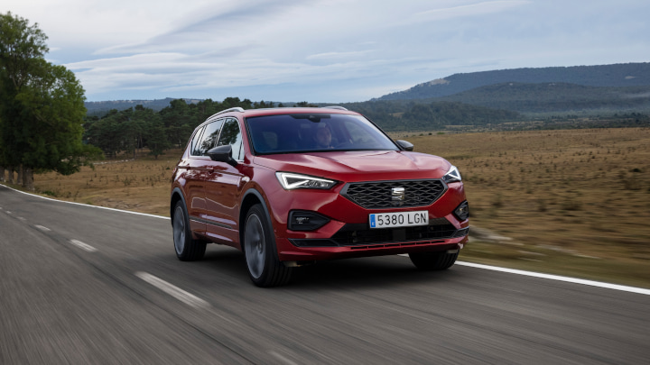 Red SEAT Tarraco Driving